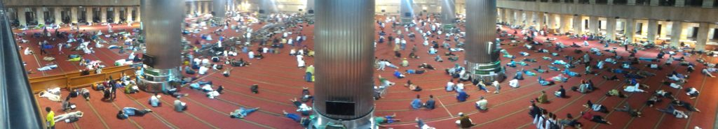 iktikaf di masjid istiqlal
