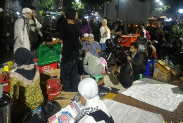iktikaf di masjid istiqlal jakarta jam 3 malam